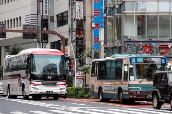 2020年7月25日11時半ころ。池袋。会津バスと西武バス。