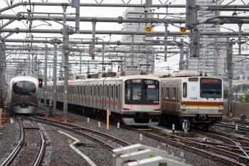2020年7月26日。石神井公園。左から001系の23レ、6615レで到着し5番線へ入った東急5166F、6332レとなるはずのメトロ7005F。