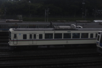2020年7月28日。狭山ヶ丘〜小手指。上り列車内から見えた、小手指車両基地の飯能方に留置の4001F。