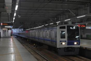 2020年7月29日 5時30分ころ。所沢。3番ホームを通過する6113Fの上り回送列車。