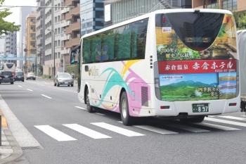 2020年7月31日 12時35分ころ。高田馬場駅近くの新目白通り。頸城バスの回送。12時16分ころに西武10000系と一緒に写ってたバスかもしれません。