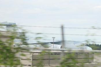 2020年8月1日 17時前。武蔵藤沢〜稲荷山公園。西武池袋線の車内から。右が池袋方(東側)です。
