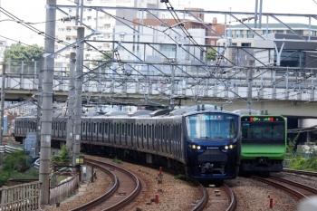 2020年8月2日 12時12分ころ。五反田。相鉄12000系の海老名ゆき233M列車(左)と山手線・外回り列車。