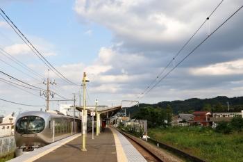 2020年8月2日 16時53分ころ。元加治。通過する001-C編成の上り回送列車。