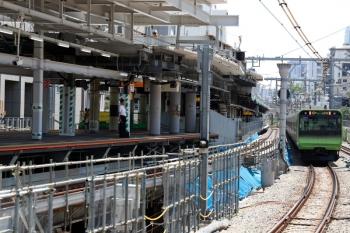 2020年8月2日。渋谷。山手線内回りホームの南端から南側を見た所。左が埼京線・湘南新宿ラインのホームの南端。