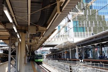 2020年8月2日。渋谷。山手線内回りホームの南端から北側を見た所。右が埼京線・湘南新宿ラインのホーム。