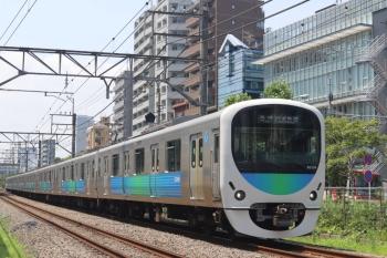 2020年8月4日。高田馬場〜下落合。38104Fの5128レと長電バスの高速バス。