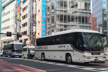 2020年8月9日。池袋。日本中央バスとJRバス関東の並び。