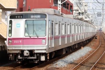 2020年8月10日 8時37分ころ。五反野。東京メトロ8019ほかの急行 久喜ゆき。右奥に日比谷線直通の東武70000系が見えてます。