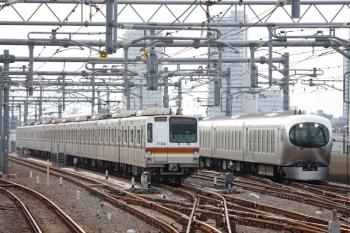 2020年8月10日。石神井公園。左が35S運用のメトロ7004F(6334レで折り返し)、右は001系の32レ。
