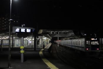 2020年8月14日 22時28分ころ。西所沢。1番ホームから発車した6114Fの急行 池袋ゆき8266レ。