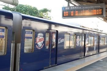 2020年8月15日 17時36分ころ。元加治。おそらく3105レだった20104F(所定17時25分発)。ホームの案内表示は順序が逆転してますが、17時22分発の列車はそもそも定期列車にはありません。