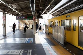2020年8月18日。高田馬場。ホームの9時半ころの高田馬場駅の北側。