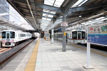 2020年8月18日 12時40分ころ。飯能。左から、4009F(52席)の臨時列車、4023Fの5031レ。