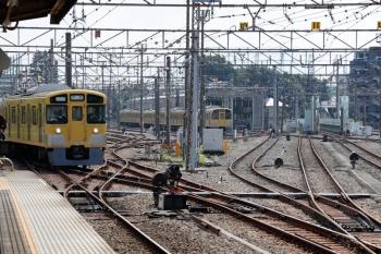 2020年8月18日 9時55分ころ。上石神井。左が到着する2507F+2027Fの下り回送列車。