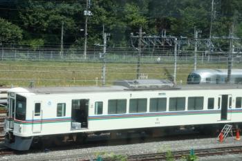 2020年8月18日 12時20分ころ。小手指車両基地。飯能方にいた作業中の4003Fなど。下り列車の車内から。