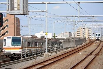 2020年8月18日 15時11分ころ。練馬。左から、メトロ7005Fの6420レ、引き上げ線で折り返し待ちの4009F回送列車。