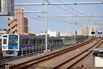 2020年8月18日 15時20分ころ。練馬。左から、6114Fの1710レ、32106F+38112Fの4310レ、引き上げ線で折り返し待ちの4009F回送列車。