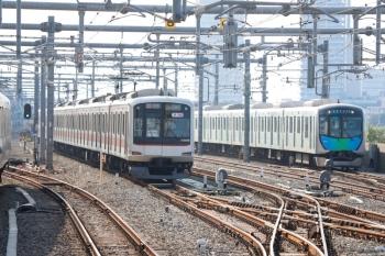 2020年8月18日。石神井公園。右が40106Fの4580レ(54M運用)。左は5番線で折り返し待ちの28K運用・東急5158F。
