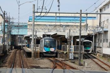 2020年8月18日 10時11分ころ。田無。2629レの車内から見た田無駅。中線に40152Fの下り回送列車がいました。