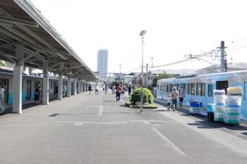 2020年8月18日。豊島園。ツアー終着駅に到着した4009Fから2番ホームに資材を降ろしてます。