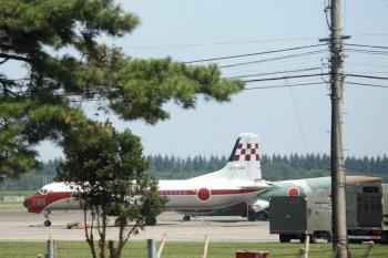 2020年11月25日。稲荷山公園〜武蔵藤沢駅間。航空自衛隊・入間基地内の飛行機。我々の税金で自衛隊が買った飛行機です。