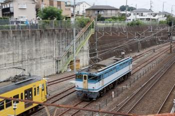 2020年8月23日 9時26分ころ。新秋津。新座方へ発車するEF65-2127。左に見えているのは、西武263F。