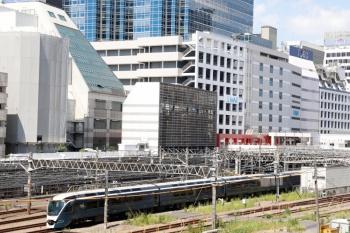 2020年8月29日 12時12分ころ。池袋。「サフィール踊り子」のE261系 上り回送列車が通過。