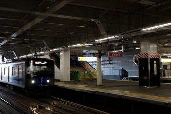 2020年8月29日。所沢。20107Fの2156レ。南口への階段はまだ閉鎖。