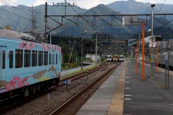2020年8月30日 14時39分ころ。横瀬。手前が、回送されてきた4009F。奥にいるのは、秩父鉄道へ入れなかった4000系4本と、1002レ用の2075F。