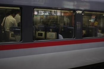 2009年7月2日、所沢、10102F車内を外から撮影。