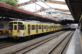 2009年7月31日 10時54分頃、新秋津、<西武>2077F+<JR>EF65-1065の南行貨物列車。