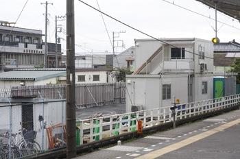 2009年8月26日、元加治、ホームの飯能寄りから北側を撮影。