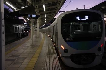 2009年11月3日 17時2分頃、入間市、特急に追い抜かれる38103F+32101Fの下り回送列車。