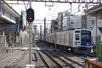 2009年11月3日、石神井公園、6106Fの各停 飯能ゆき(6511レ)。