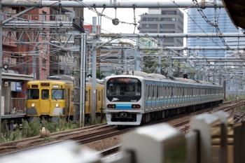2020年9月6日 12時3分ころ。高田馬場。2001F+2409Fの2321レ(左)と、埼京線を走る りんかい線70-000形。