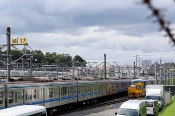 2020年9月6日 14時過ぎ。小手指車両基地。アントが付いた10000系4両は飯能方の公道寄りに留置されていました。左奥は本線を走るLaviewの特急列車。
