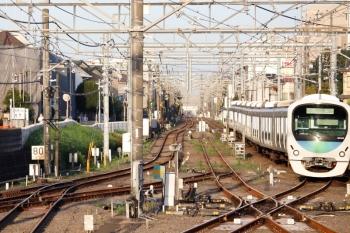 2020年9月8日 5時54分ころ。田無。中線へ到着する30105Fの上り回送列車。