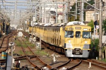 2020年9月8日 6時14分ころ。田無。中線に到着する2001F+2409Fの上り回送列車。