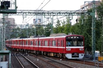 2020年9月10日。品川。3番ホームから上り本線を横断して浦賀へ発車した1577ほか6連の普通 714。