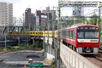 2020年9月10日。品川。1461ほか4連+1057ほか8連(黄色)の752H・特急 三崎口ゆき。後ろの1461ほか4連は669Hから品川で切り離され、この列車に京急川崎まで併結されます。