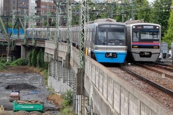 2020年9月10日。品川。千葉ニュータウン鉄道の9101ほか8連のエアポート急行・羽田空港ゆき734Nと京成3030F8連のエアポート急行・京成高砂ゆき875K。