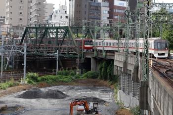 2020年9月10日。品川。都交通局の5315Fの印旛日本医大ゆきエアポート急行・801Tと京急車両のすれ違い。