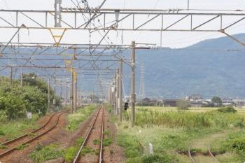 2020年9月22日。久保田。上り列車の最後尾から。背中側が駅です。駅を出ると上下線間が広がってます。