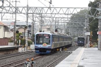 2020年9月26日 10時46分ころ。仏子。1706レが通過後にY515Fの上り回送列車が発車。右は20104F(ライオンズ)の2119レ。