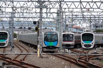 2020年9月27日 11時21分ころ。保谷。左端の4番線の「回送」38103Fが発車。隣は40103Fの4118レ。