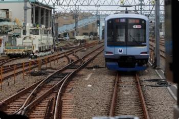 2020年9月27日。保谷。4番線で待機するY513Fの回送列車はすでに「快急 小手指」表示でした。