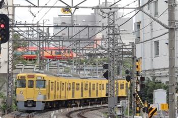 2020年9月29日。高田馬場〜下落合。2001F+2453Fの2334レ。背後にJR東日本の253系が見えますが、イレギュラーです。