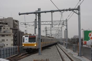 2010年2月10日、石神井公園、3番ホームへ到着のメトロ7002Fの6404レ。