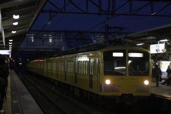 2010年2月10日 6時21分頃、所沢、2番ホームを通過する277F+1251Fの新宿線 上り回送列車。